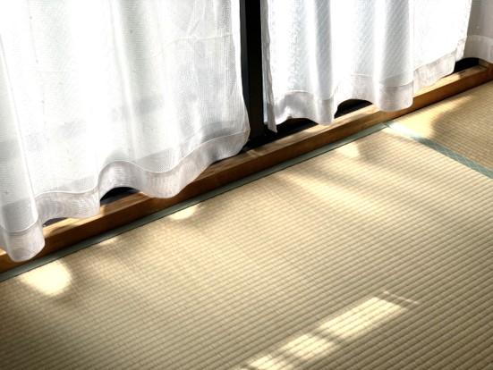 窓 隙間風対策